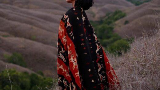 kain etnik khas indonesia
