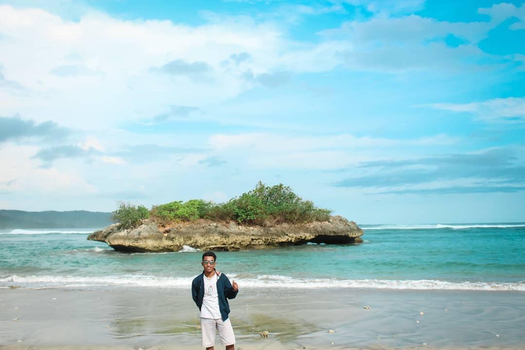 Pantai Kerewei yang Indah