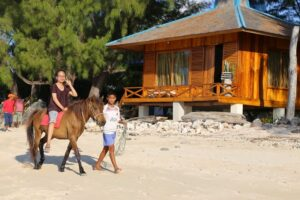 Berkuda di Pondok Wisata Pantai Cemara. Foto: Google Maps / Pondok Wisata Pantai Cemara