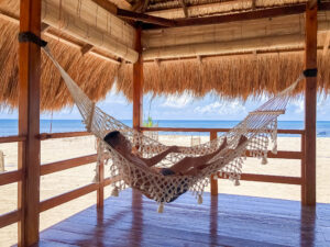 Bersantai dengan hammock di Costa Beach Resort & Club Waingapu. Foto: Google Maps / Costa Beach Resort & Club