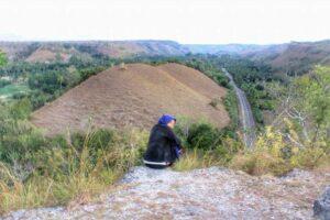 Bukit Kembar Rindu ketika musim kemarau. Foto: Google Maps / Aisyah Bee Fivor