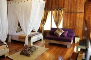 Fasiliitas kamar di Pondok Wisata Pantai Cemara. Foto: www.pondokwisatapantaicemara.com