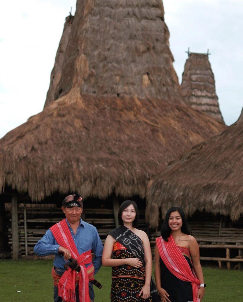 Kain tenun sumba di Kampung adat Ratenggaro