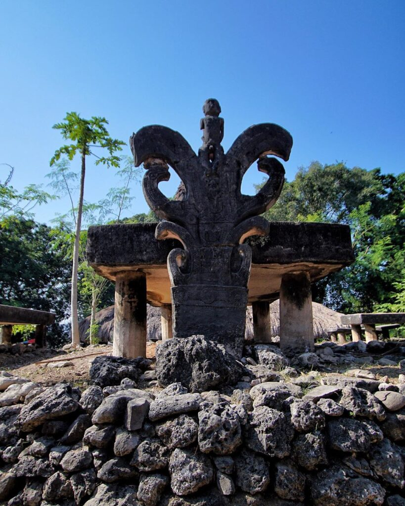 Kuburan Tua di Kampung Adat Praigoli Sumba