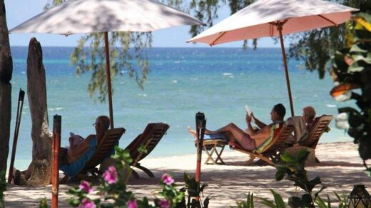 Menikmati Pondok Wisata Pantai Cemara. Foto: www.pondokwisatapantaicemara.com