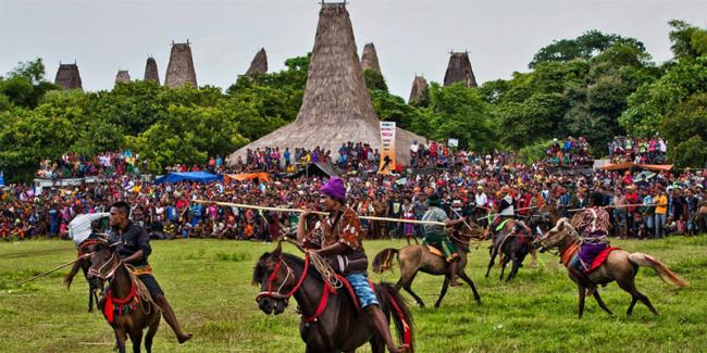 Festival Pasola dekat dengan Pantai Tirung Sumba