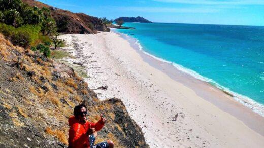 Pantai di Pulau Salura Sumba