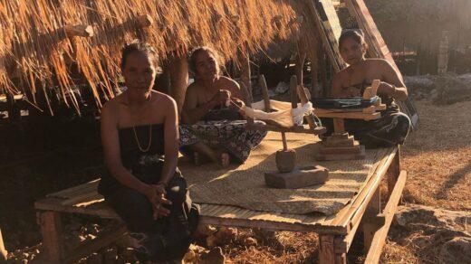 Para wanita di Kampung Wunga, Sumba Timur. Foto: instagram/widimakeup.id