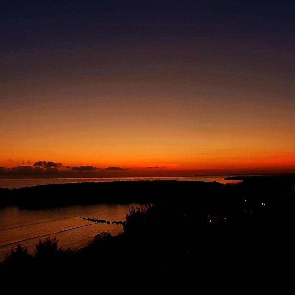 Sunset di Padadita Beach Hotel