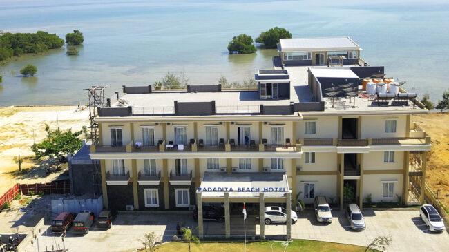 Hotel di Pantai Padadita
