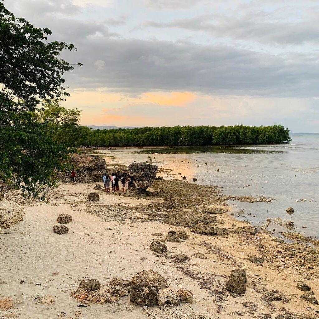 pantai Batu Payung di waingapu