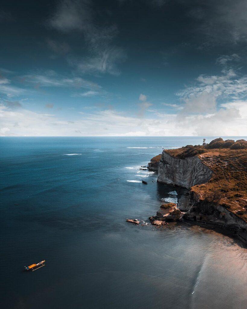 Pantai Watu Parunu