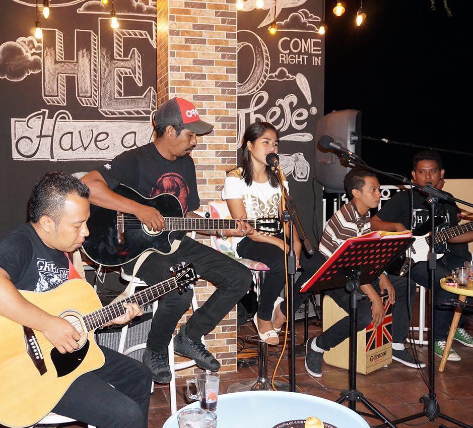pc corner sumba, ada live musiknya