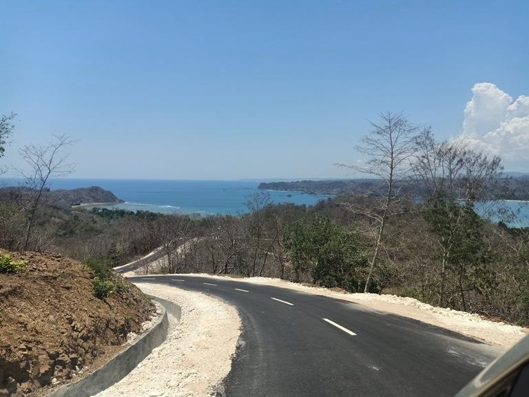 pemandangan di perjalanan menuju Pantai Aili