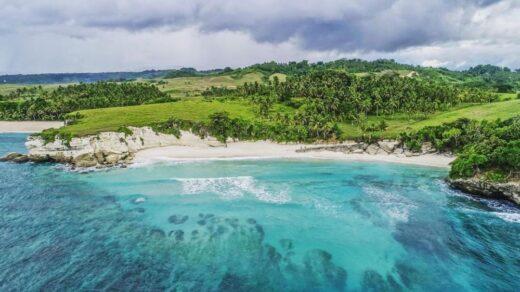 pemandangan pantai watubela sumba