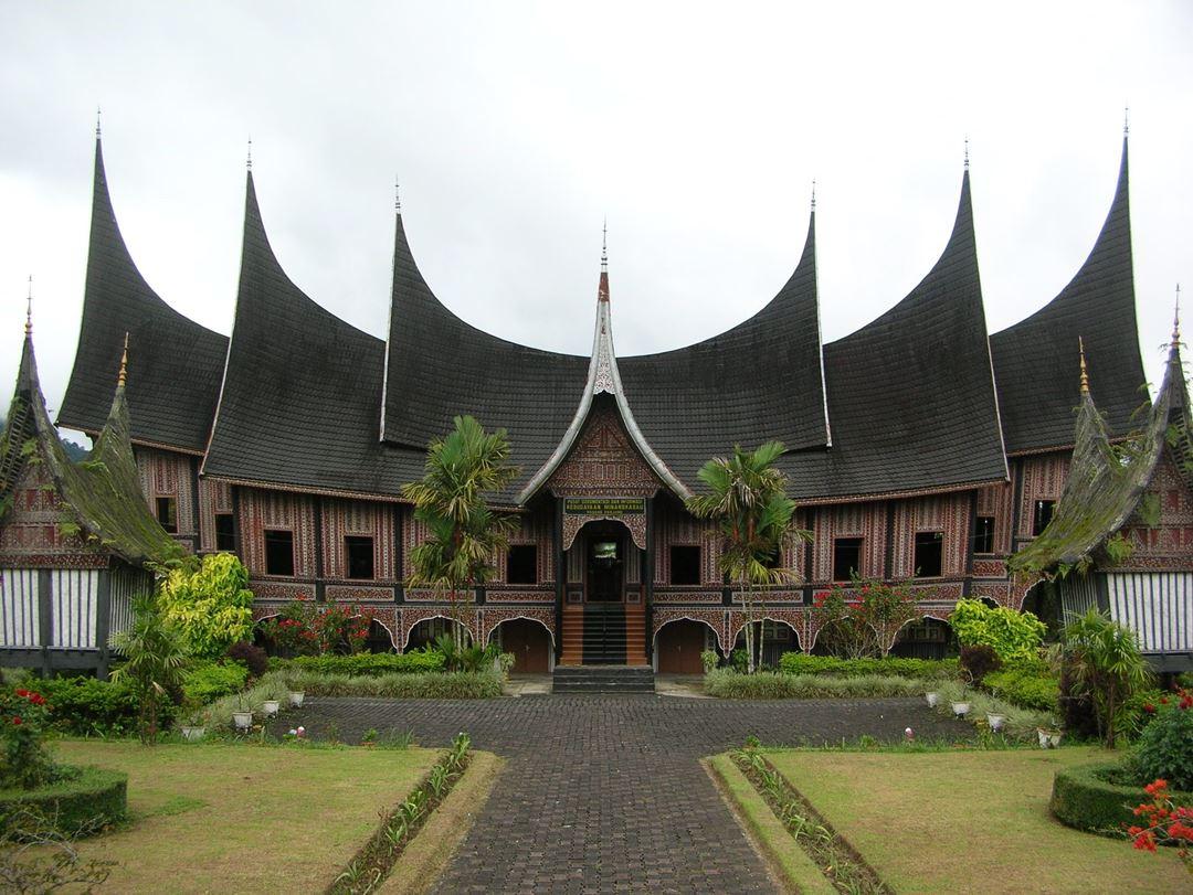 Rumah Adat di Indonesia Gadang