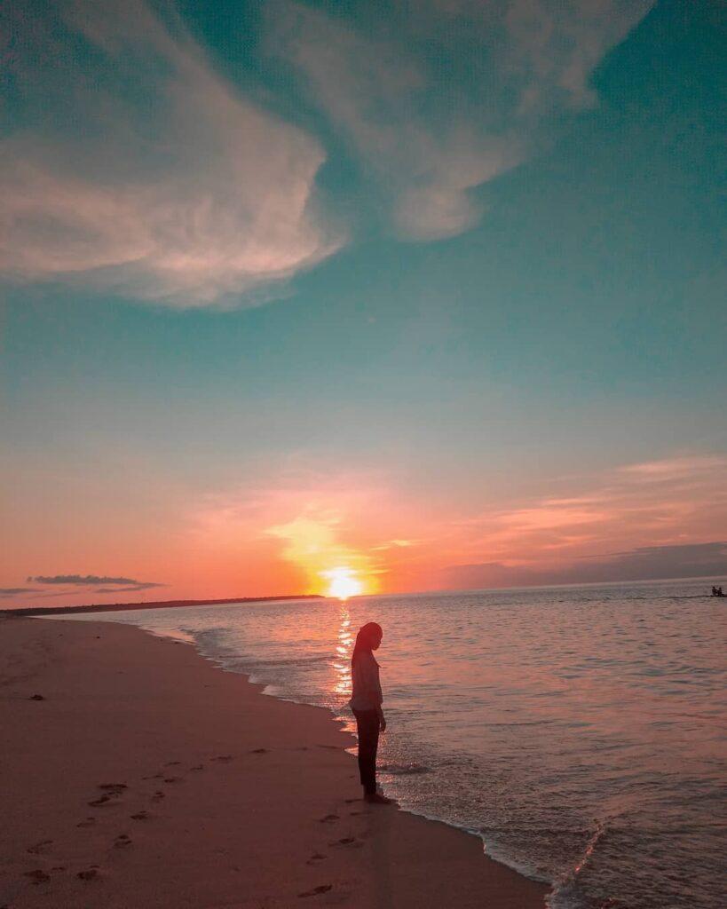 sunset di Newa Sumba Resort