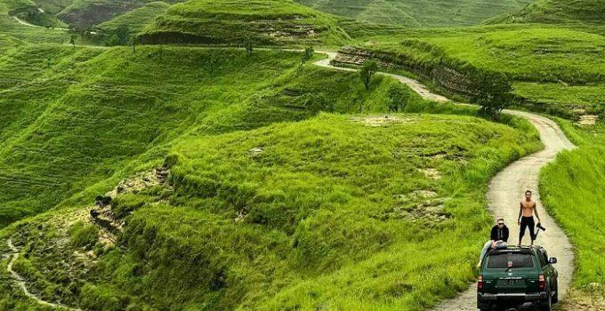 Bukit Marlina berwarna hijau.