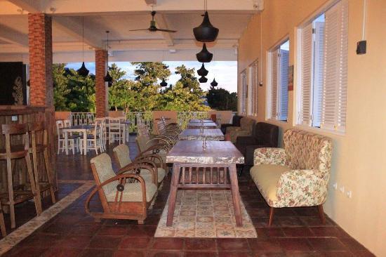 PC Corner Cafe, Cafe dan Restoran di Waingapu Sumba
