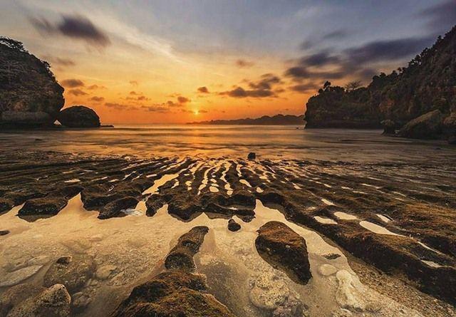 Sunset pantai batu bengkung
