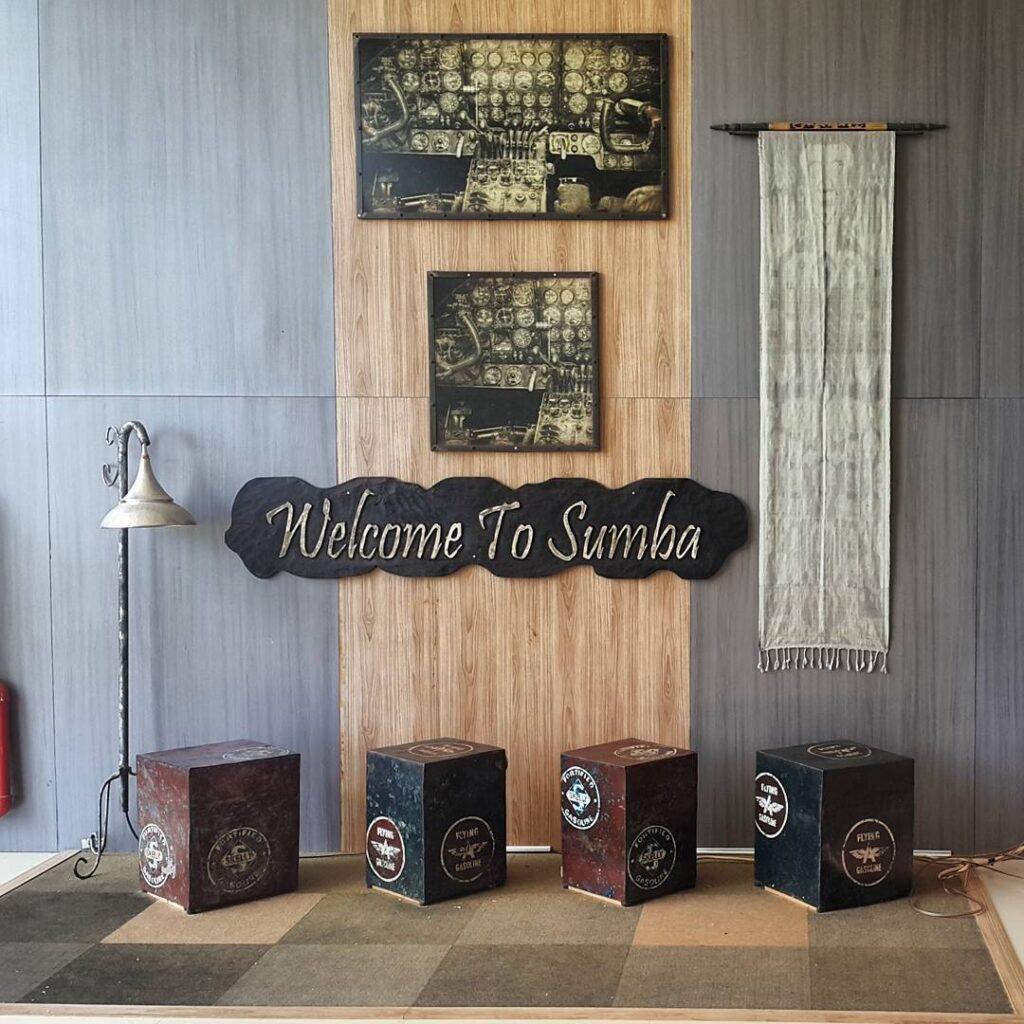 spot foto di bandara tambolaka